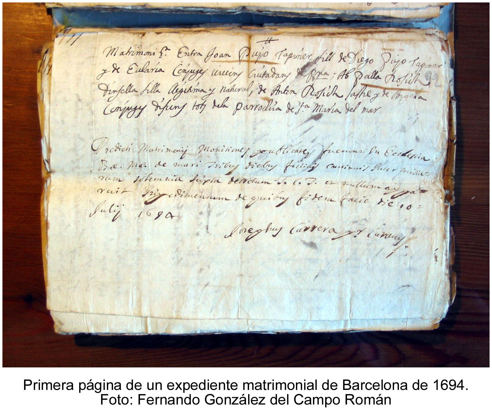 Primera página de un expediente matrimonial de Barcelona de 1694. Foto (reducida): Fernando González del Campo Román